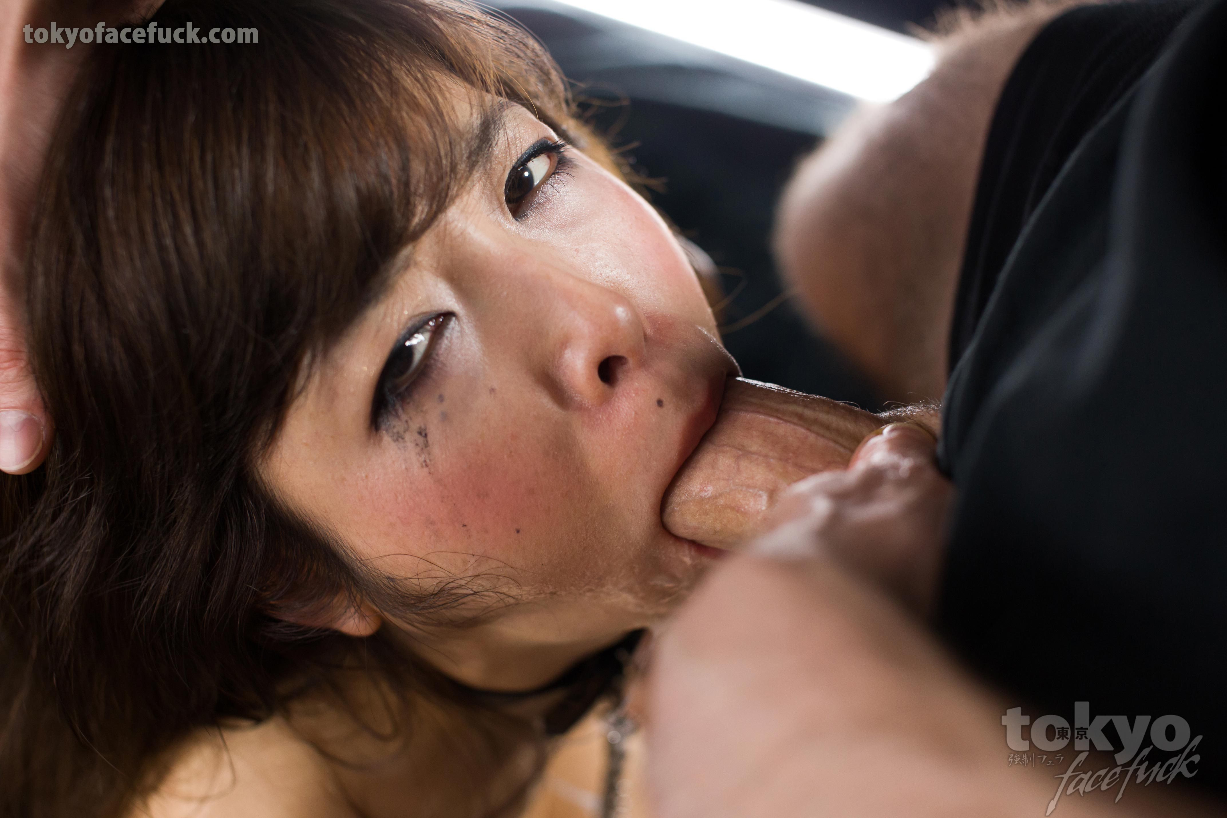 He finds his gf toying his mom 3