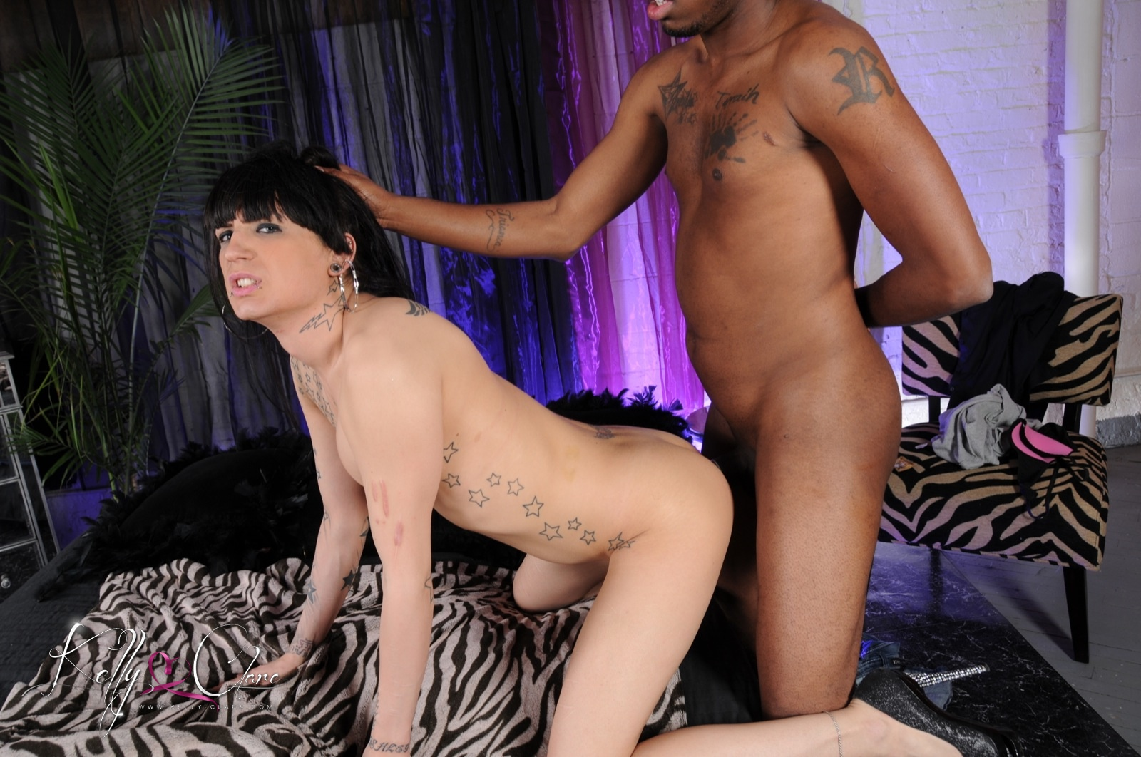 Filthy tranny kelly clare screws pussy